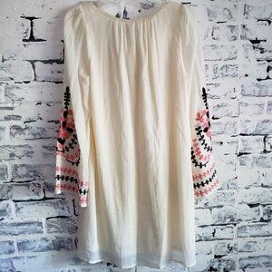 NWOT Umgee Cream Embroidered Tunic